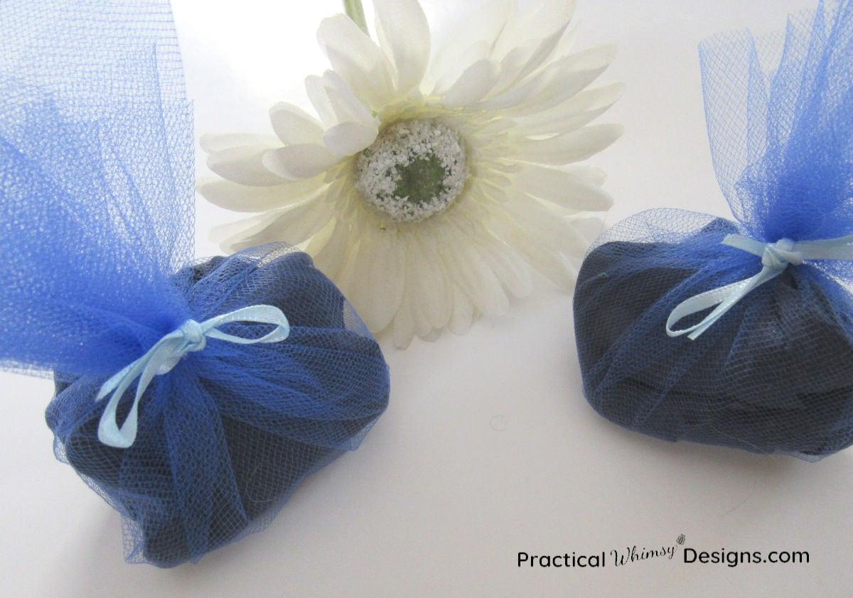 DIY scent sachet with flower