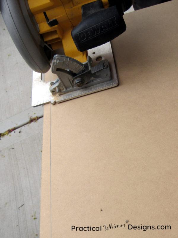 Cutting panel with circular saw