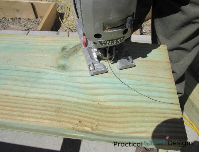 Cutting pattern on pergola beam with a jigsaw.