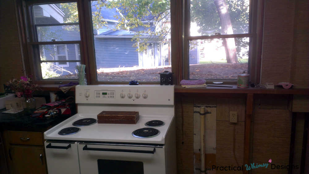 Stove and laundry hookups in kitchen