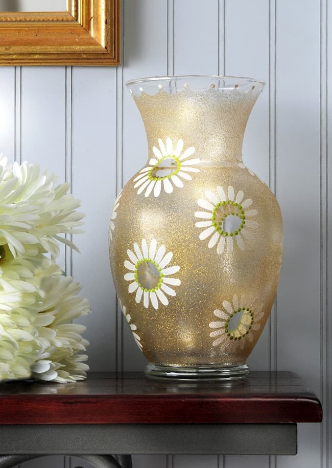 DIY spring decorations daisy vase